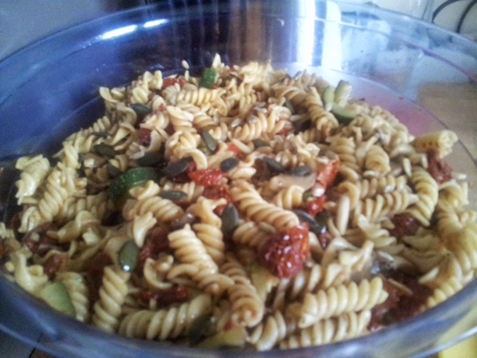 Veganer & mediterraner Nudelsalat ohne Mayo & Milch
