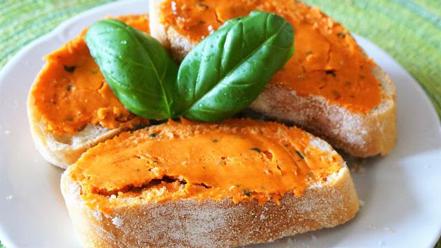 [Grillrezept] Tomatenbutter mit Basilikum
