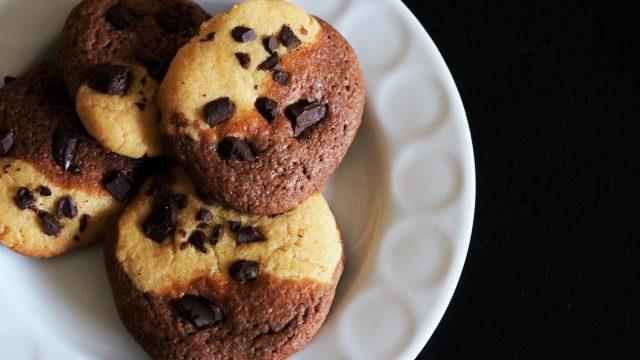 Erdnuss-Cookies mit Schokolade