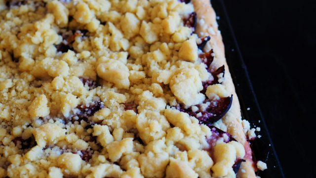 Pflaumen-Streuselkuchen - Rezept aus Hefeteig